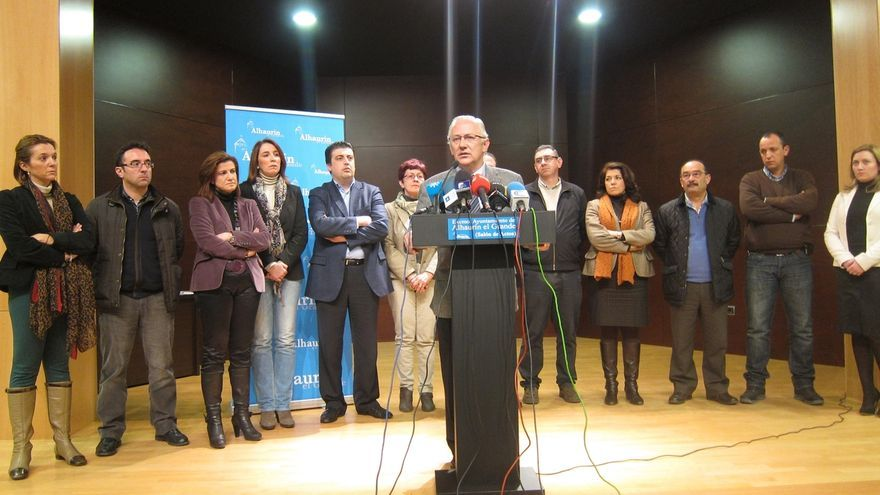 Los ediles del PP en Alhaurín el Grande apoyan la vuelta de Martín Serón y solicitan la baja en el partido