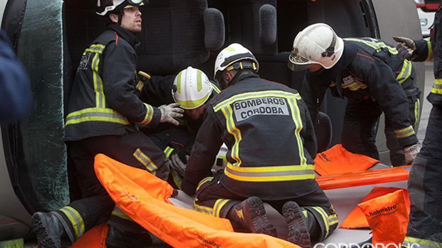Imagen de archivo de bomberos en un simulacro.