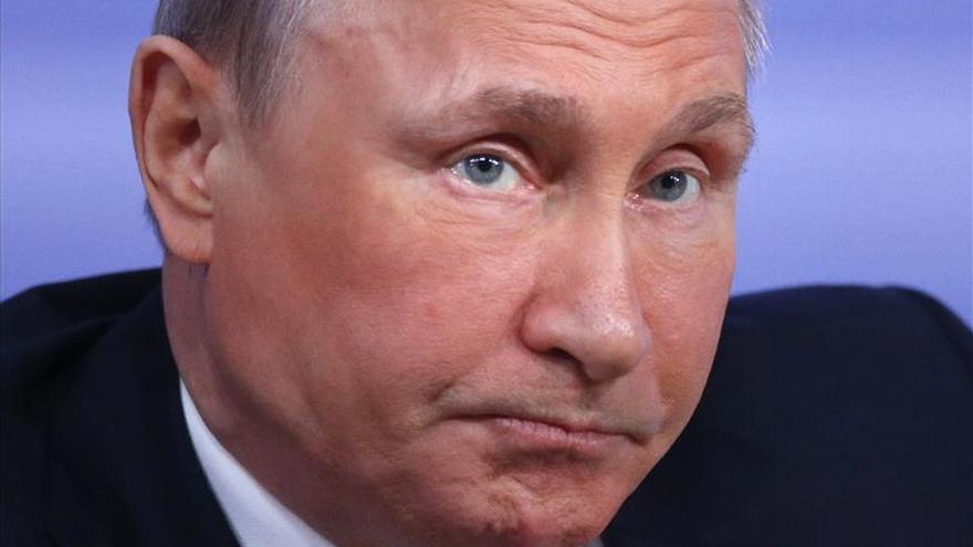 """Putin alaba a Trump, """"líder absoluto"""" de la carrera presidencial en EE. UU."""