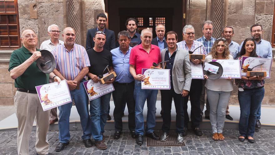 En la imagen, los ganadores de la Ruta Cruces y Tapas con las autoridades.