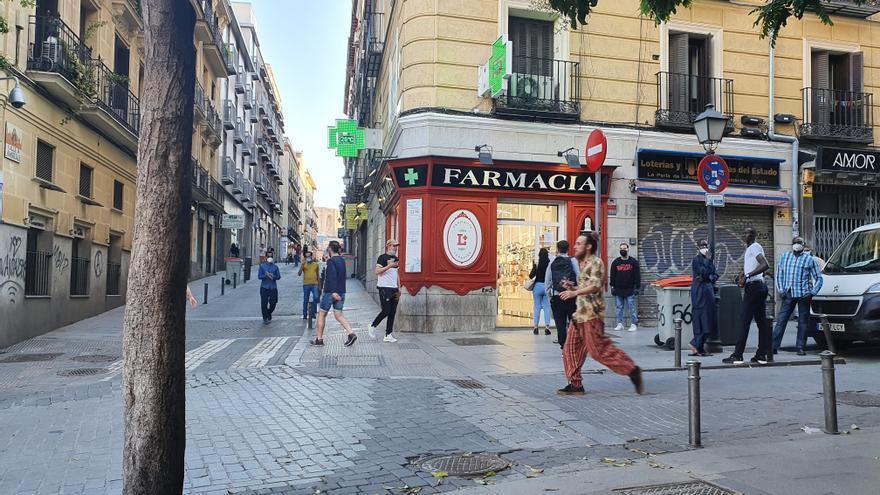 Farmacia ubicada en la plaza de Lavapiés.