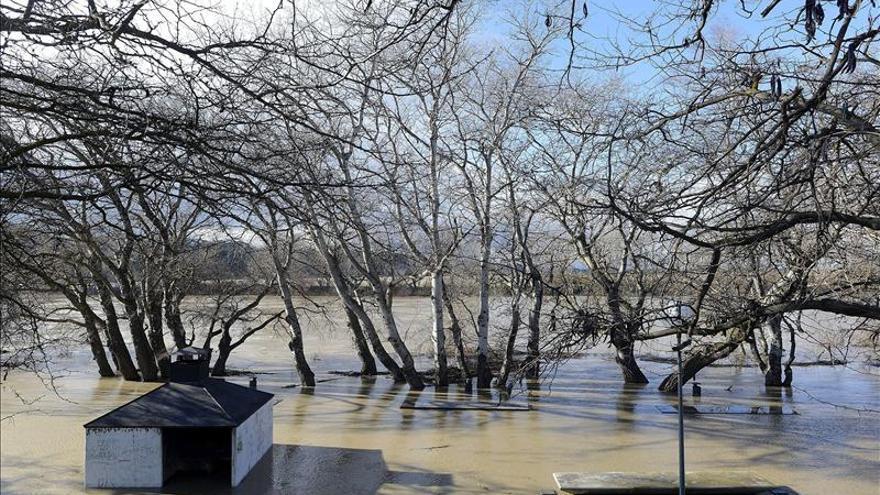 La crecida del Ebro pasa por Zaragoza sin causar problemas