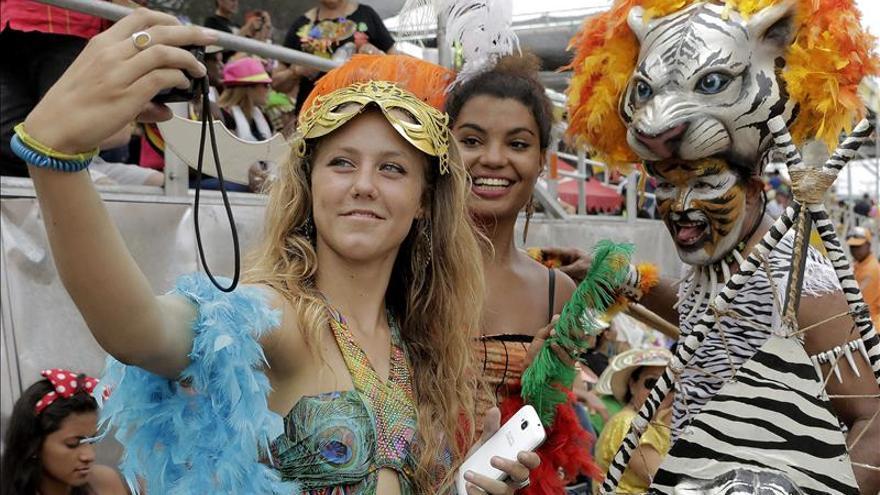 Tradicional Batalla de Flores prende la fiesta del Carnaval de Barranquilla