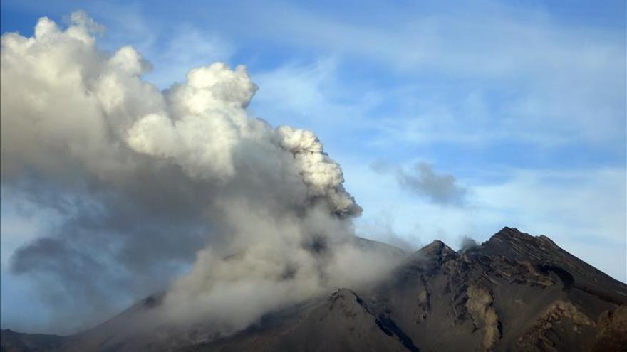 Lluvias aumentan peligro de aluviones por erupción del volcán chileno Calbuco