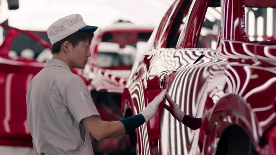 El nuevo Mazda CX-5 durante el proceso de pintado.