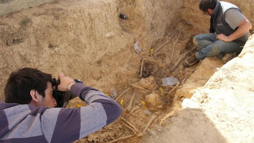 El Círculo Republicano 'Manolín Abad' de Huesca ha exhumado los restos de Constantino Campo