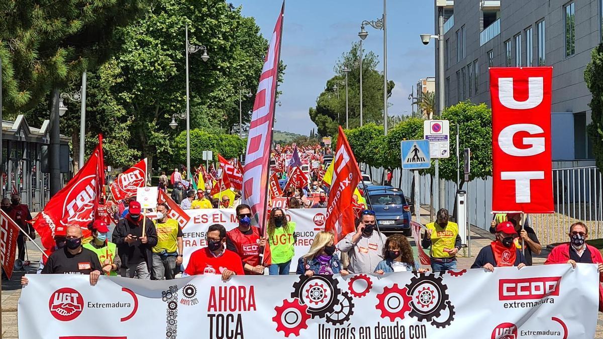 Los sindicatos CCOO y UGT ha vuelto a salir a la calle en Mérida con motivo del 1 de Mayo