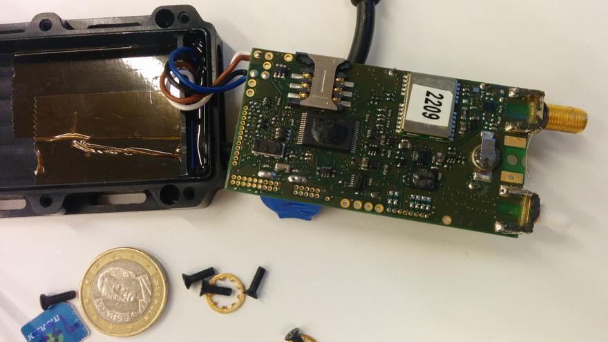 Parte del dispositivo encontrado en el coche de una activista que iba al Circumvention Tech Festival.