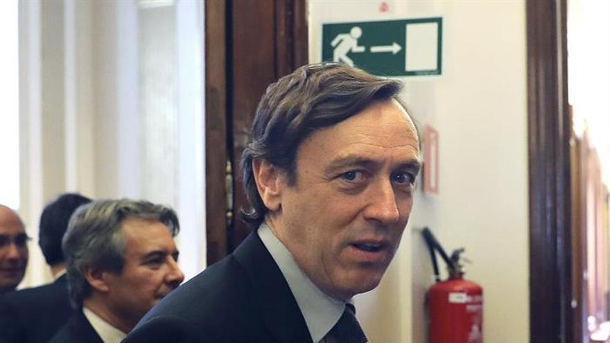 El portavoz del Grupo Parlamentario Popular, Rafael Hernando, tras la reunión de la Junta de Portavoces hoy en el Congreso de los Diputados.