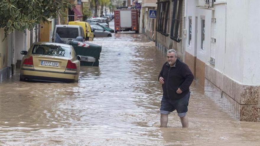 Encuentran el cadáver de un hombre en un garaje inundado de Los Alcázares