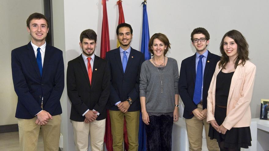Barcina recibe a los ganadores de la 7ª Liga de Debate Interuniversitario G-9