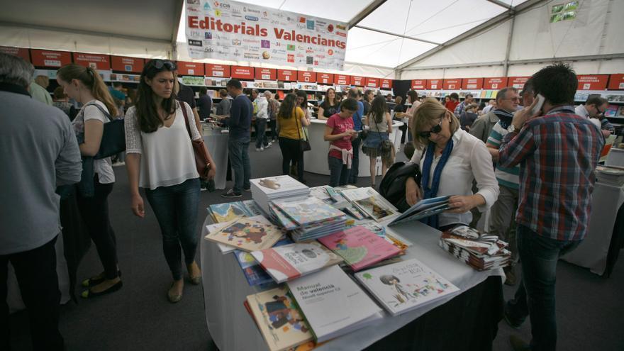Pavelló de les editorials valencianes en la Fira del Llibre.