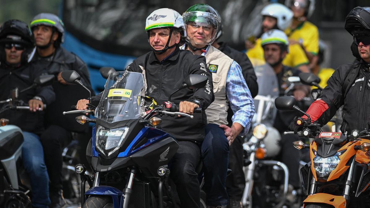Bolsonaro encabezó una caravana de motociclistas en Río de Janeiro