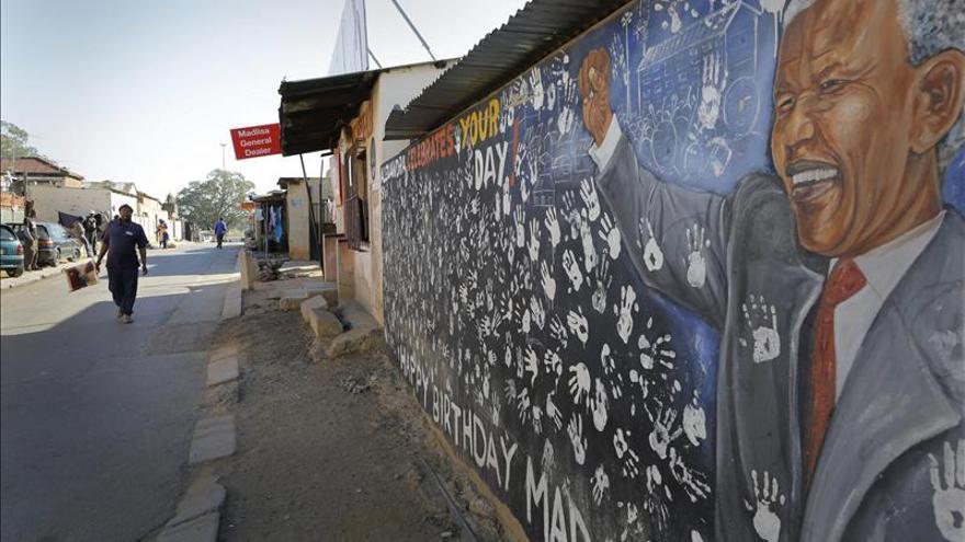 Mandela sigue respondiendo bien el tratamiento, según el Gobierno sudafricano