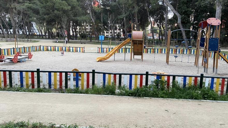 Parque vacío en el barrio de San Cristóbal en Madrid.
