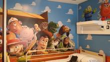 En la imagen, la primera de las habitaciones pediátricas que ha sido decorada.