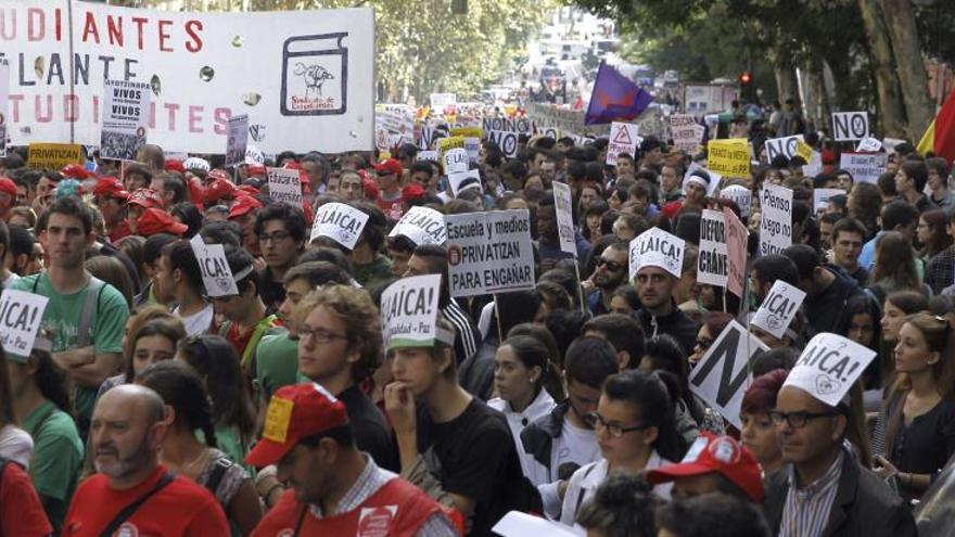 Los estudiantes, llamados mañana a la huelga contra los grados de tres años