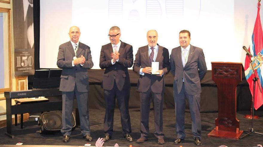En la imagen, acto de entrega de la Medalla de Oro de la Ciudad a la Casa Cabrera Martín.