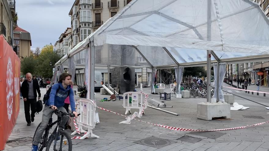 Montaje listo para el mitin de arranque del PNV en el centro de Vitoria