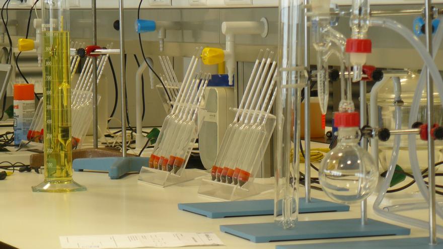 Un laboratorio de lubricantes y carburantes.