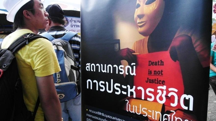 Activistas de Amnistía Internacional en Tailandia protestan contra la pena de muerte. Copy: AI