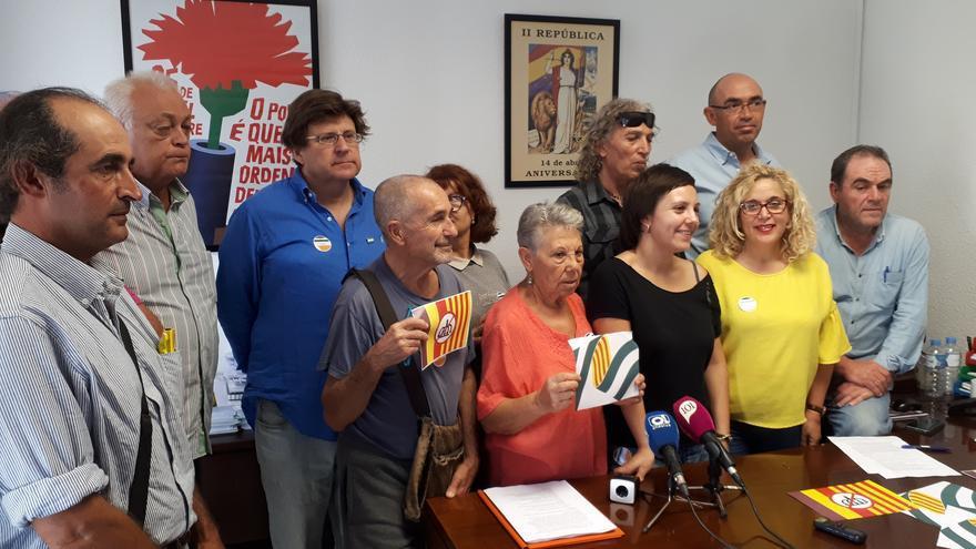 Participantes en el cierro, esta mañana, en el ayuntamiento de Málaga | N.C.