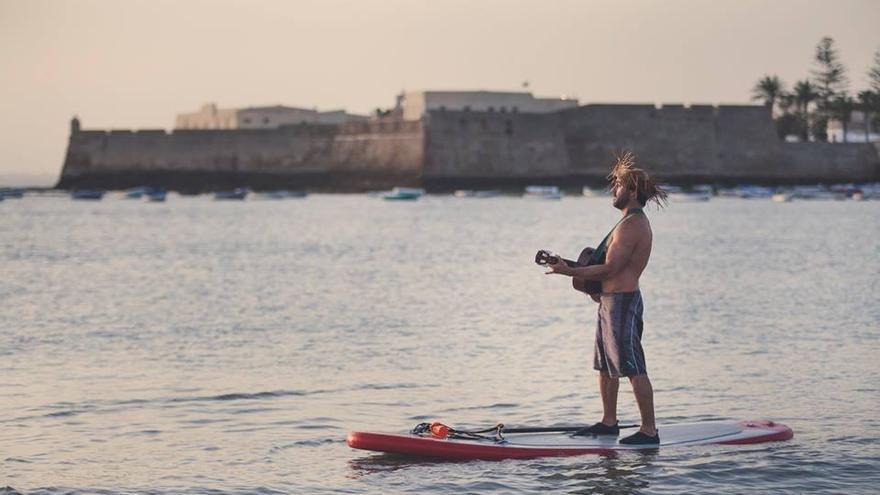 La Caleta es el escenario de las clases de Surf Paddle.