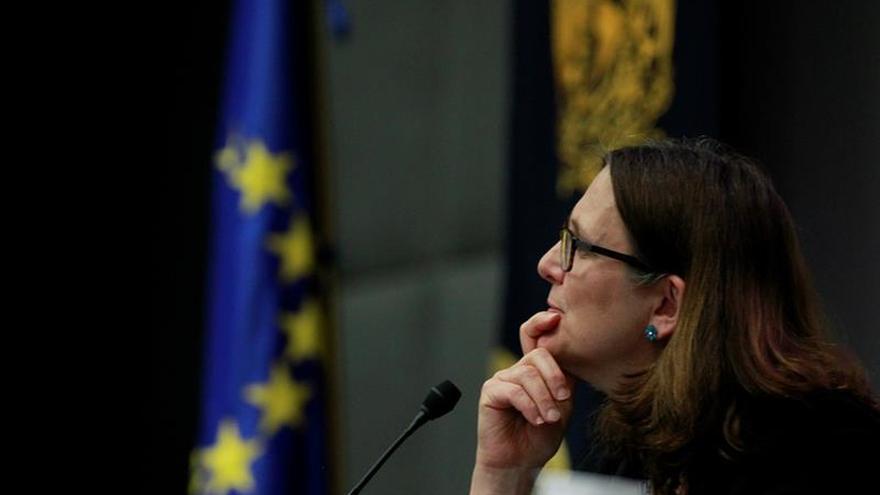 """La CE ve """"natural que el Reino Unido explore nuevos socios comerciales"""""""