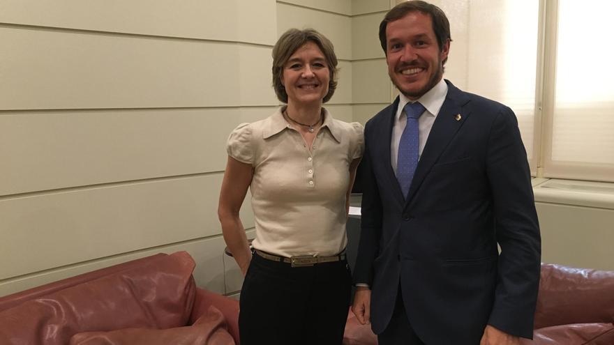 La ministra de Agricultura, Isabel García Tejerina, y el senador por La Palma, Mariano Hernández Zapata.