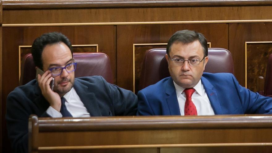Multa de 600 euros y expulsión de la dirección de grupo, sanción probable para los diputados del 'no' a Rajoy