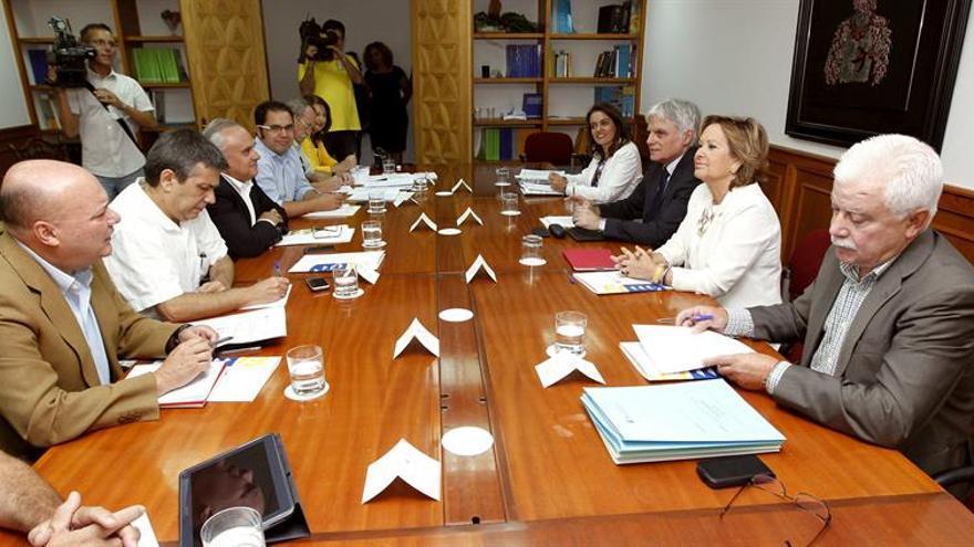 Reunión de la Mesa General de Concertación Social que se celebró en Las Palmas de Gran Canaria. EFE/Elvira Urquijo A.