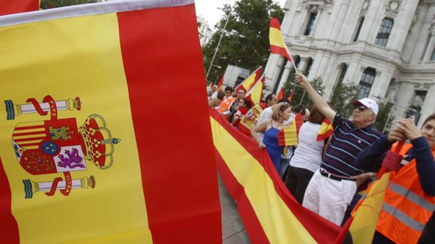 Miles de personas se concentran en Madrid en contra del referéndum del 1-O