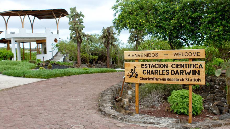 Entrada de la Estación Científica Charles Darwin de Puerto Ayora (Islas Galápagos). VA