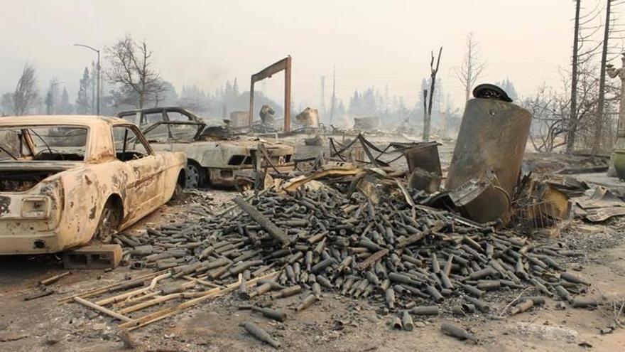 Pequeños avances contra los incendios de California que han dejado 24 muertos