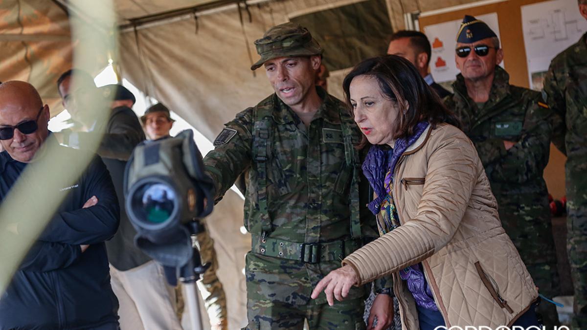 La ministra de Defensa Margarita Robles visita Cerro Muriano.