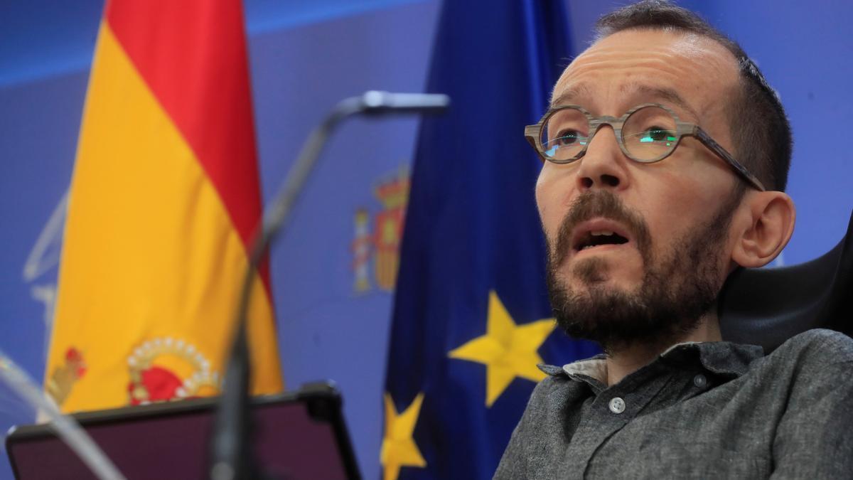 El portavoz de Unidas Podemos en el Congreso, PabloEchenique, da una rueda de prensa este jueves en el Congreso de los Diputados. EFE/Fernando Alvarado