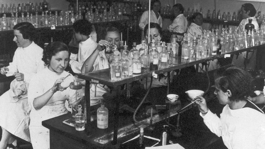 El Laboratorio Foster de la Residencia de Señoritas, hacia 1930. Archivo Instituto Internacional, Madrid.