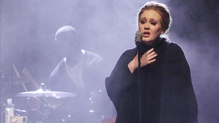Adele debuta en número 1 en ventas en España, pero no alcanza el disco de oro