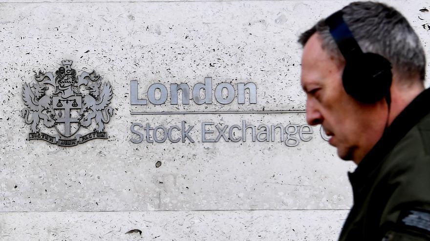 La Bolsa de Londres baja el 2 % por la crisis del Brexit y la covid-19