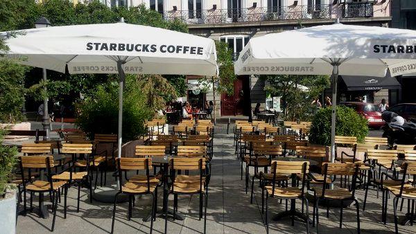 La nueva terraza instalada en la Plaza de Pedro Zerolo | Fotografía: AVChueca