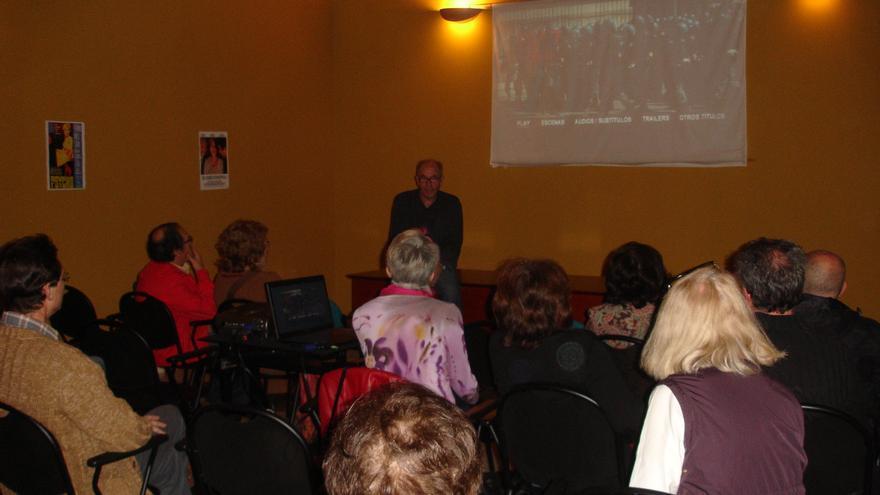 Actividad de debate y proyección de películas de la asociación Cine Cercano de Córdoba.