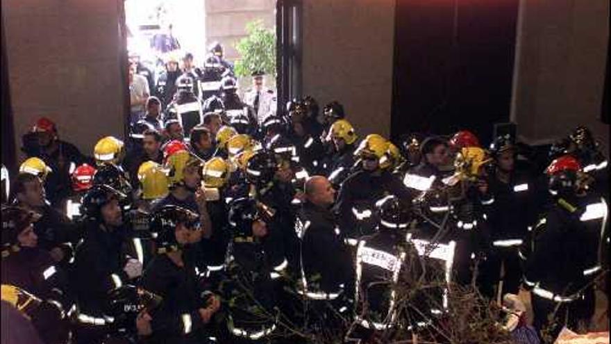 Imagen retrospectiva de la acción de protesta de los bomberos.
