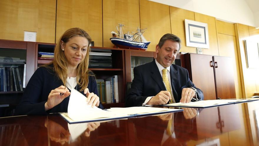 El Gobierno cántabro firma con Liberbank la adhesión a la línea de microcréditos ICAF