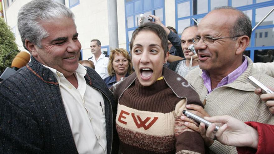 De Onalia Bueno y Francisco González (PP) al salir del Juzgado en enero de 2007 #4