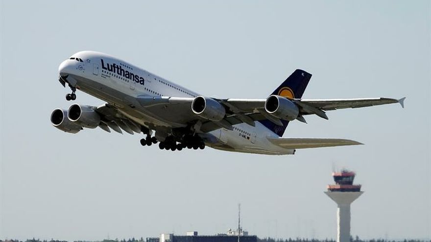 Lufthansa pierde casi nueves veces más hasta marzo por los costes de combustible
