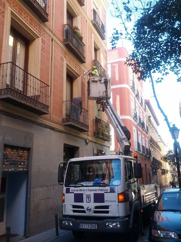 Retirada de algunas farolas de la calle de la Palma | Foto: Somos Malasaña