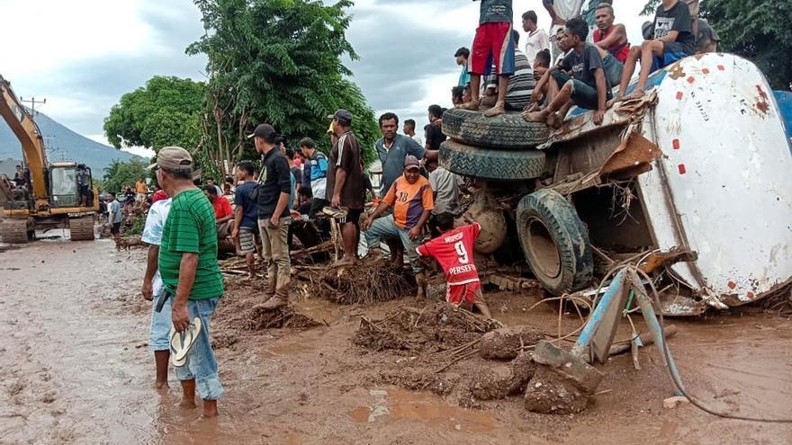 Indonesia corrige la cifra de muertos en las inundaciones y los rebaja a 86