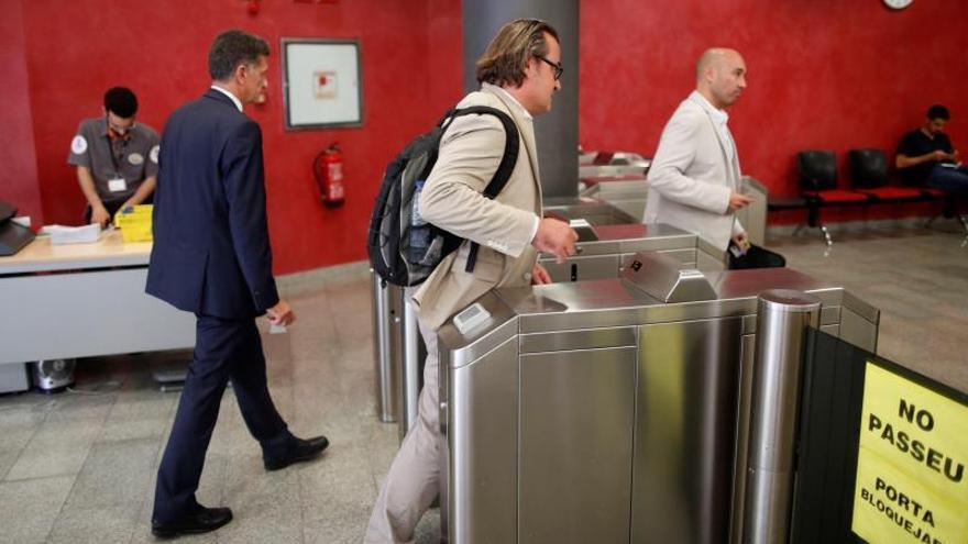 El comité da marcha atrás y dice que mantiene la huelga de Iberia en El Prat