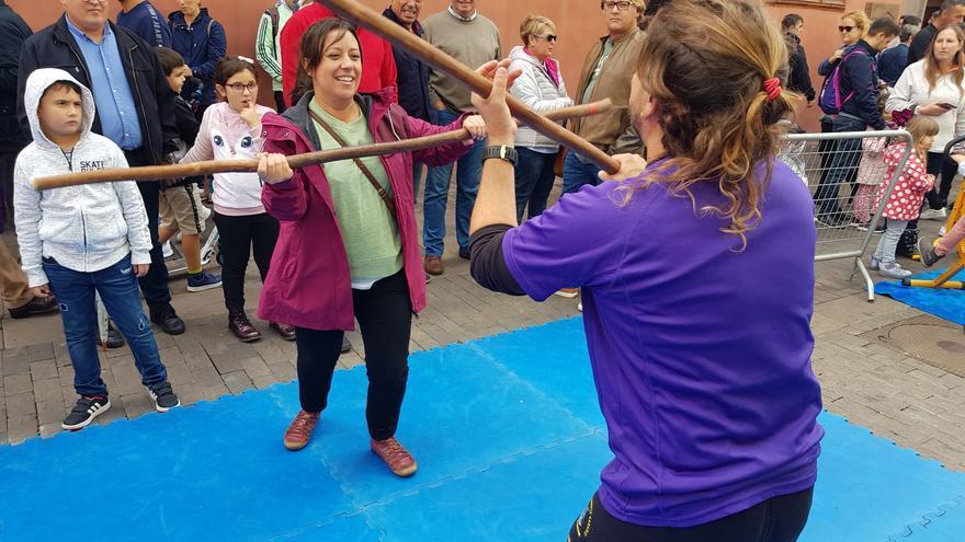 """Idaira Afonso, concejala de Deportes de La Laguna, durante su visita a """"La Calle del Deporte Femenino""""."""