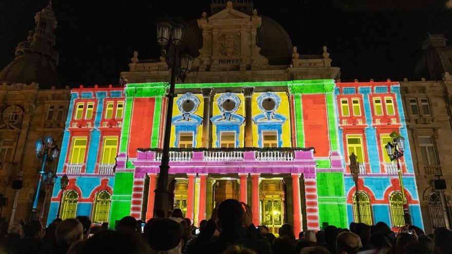 Un espectáculo de luz y sonido en 3D transforma la fachada del Palacio Consistorial de Cartagena
